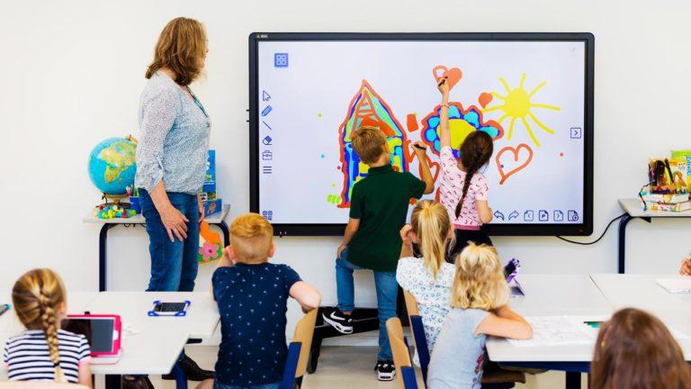 Interactieve touchscreens van CTOUCH in de lagere school