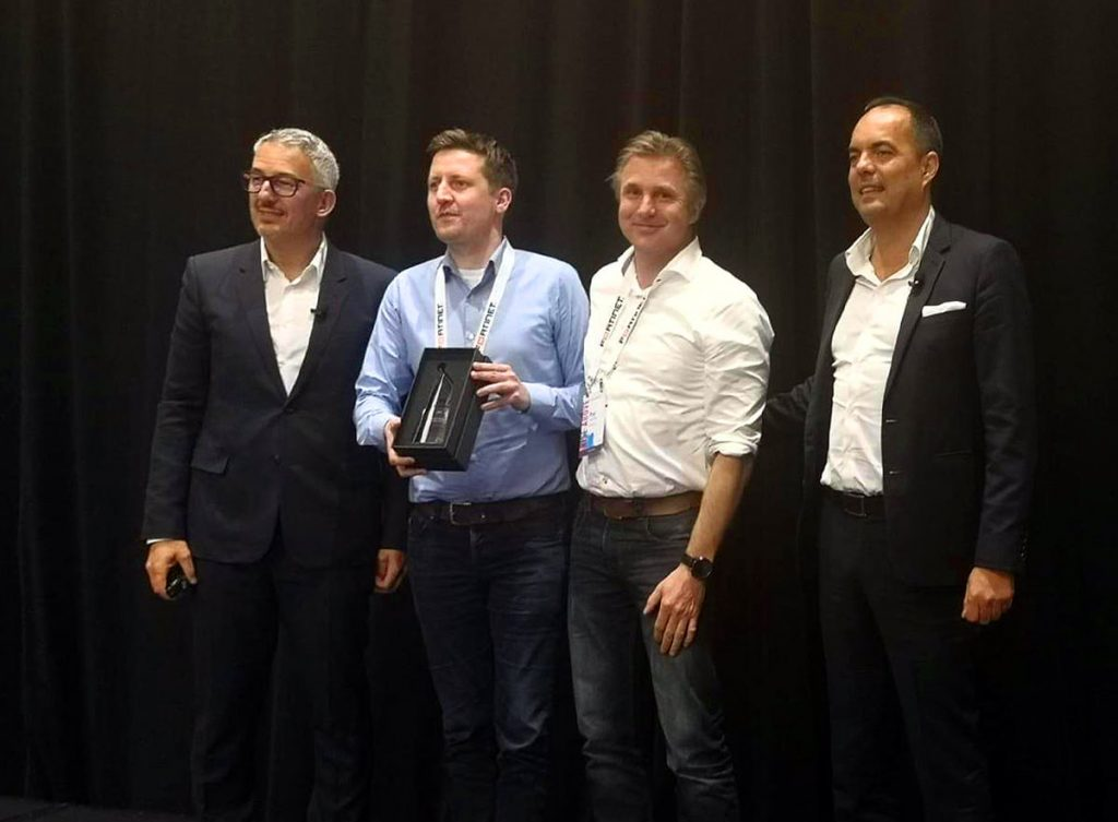 Fortinet EMEA award Partner growth 2018 Pat et Roel sur scène