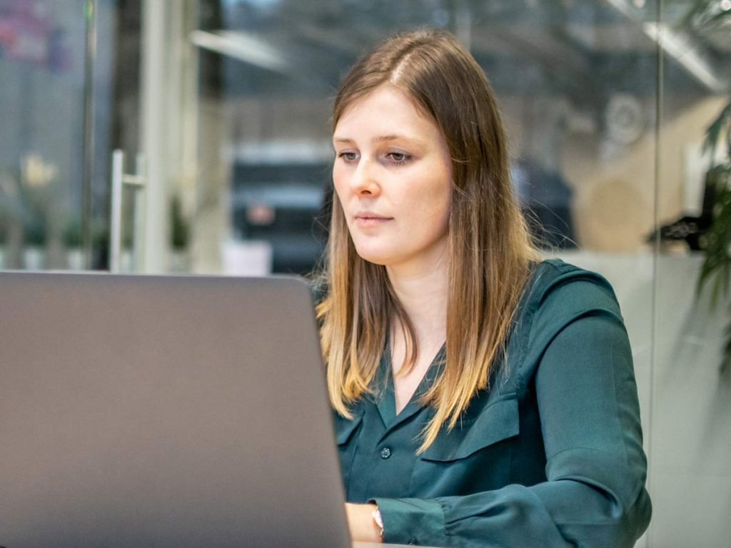 Jolien HR recruiting laptop lifeatvanroey