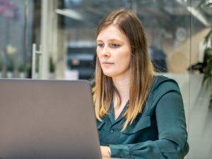 Jolien HR recrutement ordinateur portable à vie à Vanroey